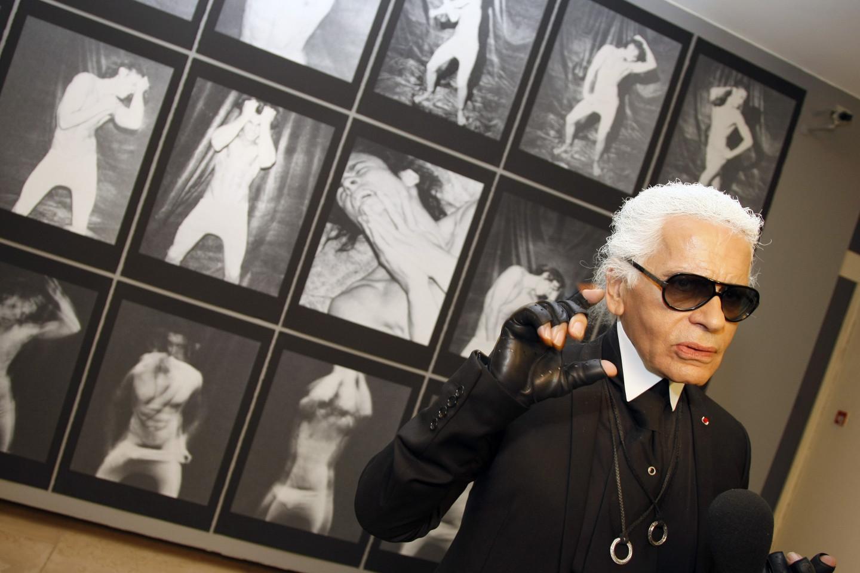 Карл Лагерфельд на открытии своейвыставкив Европейском доме фотографии в Париже, 2010 год