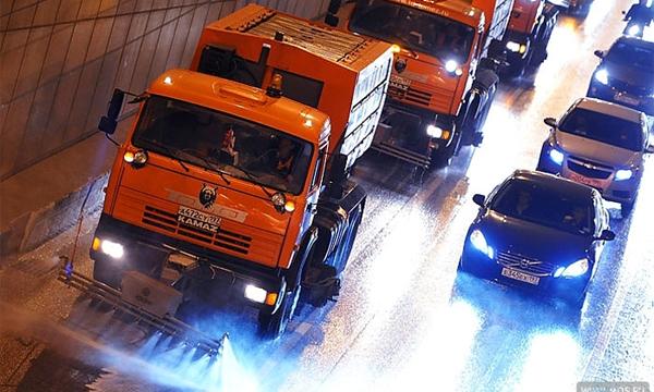 Во второй половине дня дороги в Москве начнут обрабатывать реагентами