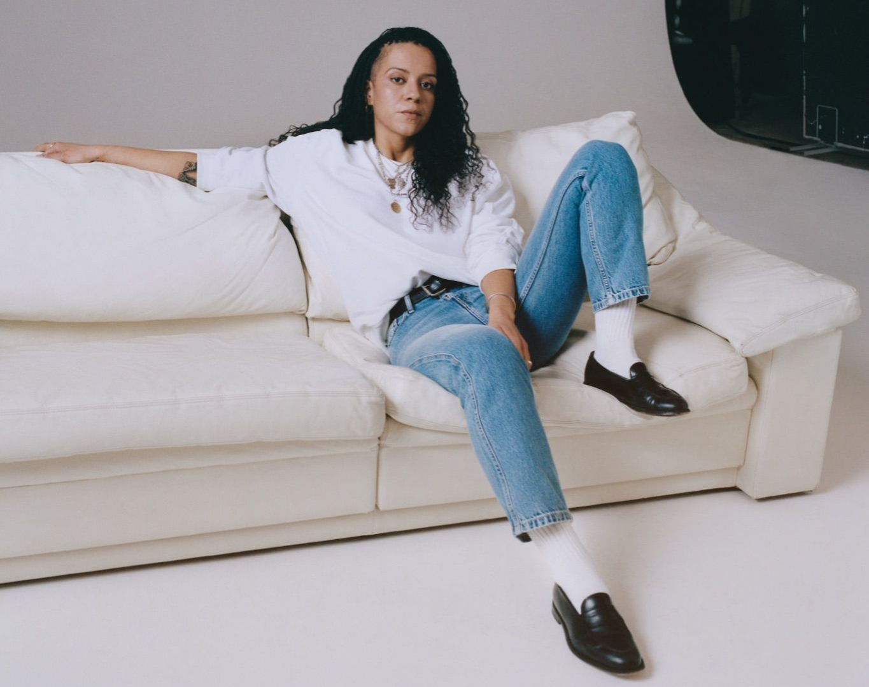 Ведущая«CKunfiltered: Jeans» Нелл Калонджи