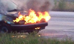 В Хабаровске начали сжигать российские автомобили