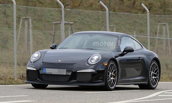 Спортивное купе Porsche 911 R рассекретили до премьеры