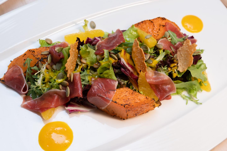 Салат с уткой и тыквой