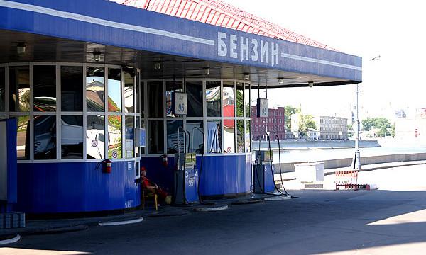 Цены на бензин в РФ за неделю упали