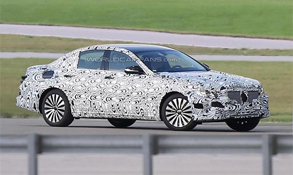 Mercedes тестирует новый E-Class