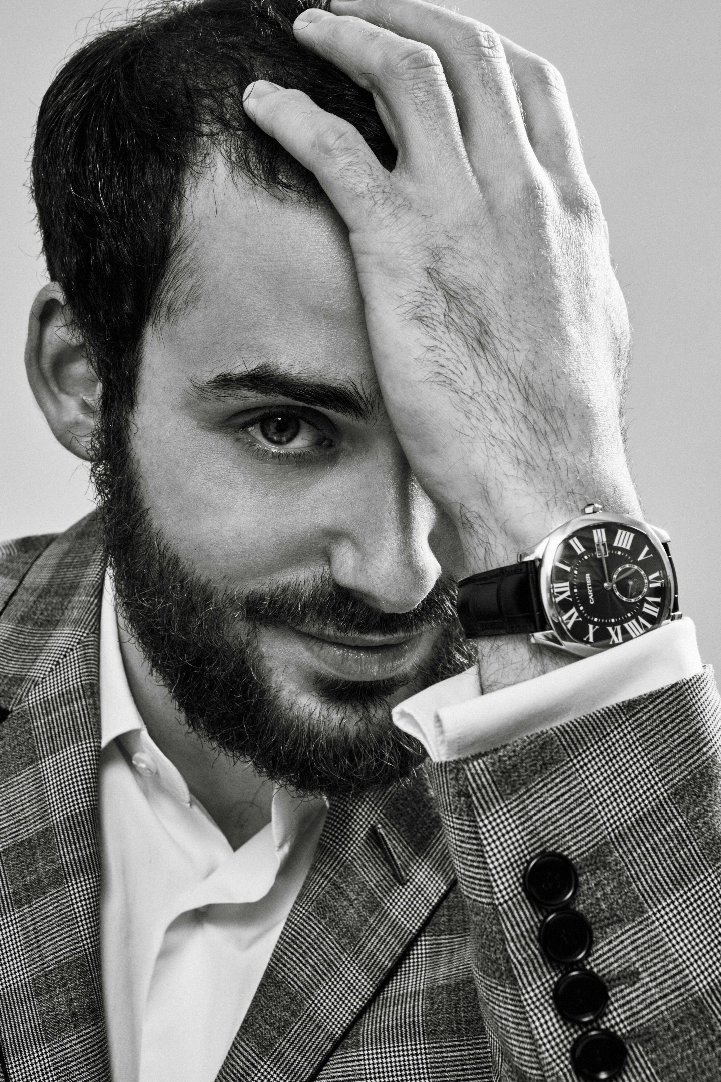 На Льве: пиджак Lanvin, сорочка Van Laack, запонки Cartier, часы Drive de Cartier