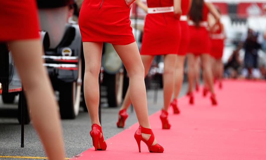 Горячие брюнетки и рев моторов: лучшие девушки Гран-При Испании