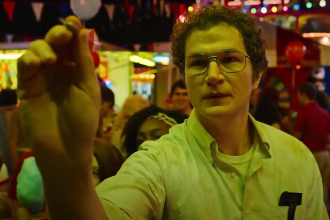 Алек Утгофф в роли ученого Алексея Смирнова в сериале «Очень странные дела»