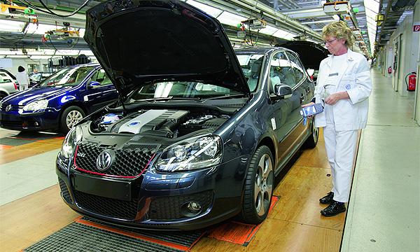 Volkswagen вынудили поднять зарплату рабочим
