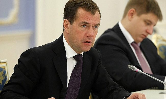 Дмитрий Медведев призвал власти прислушаться к автомобилистам