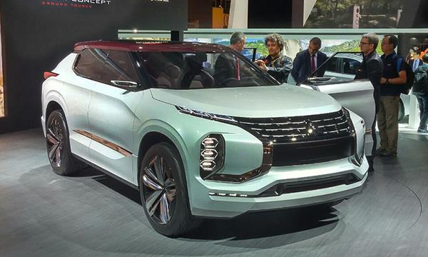 Mitsubishi создал гибридный кроссовер с тремя электромоторами