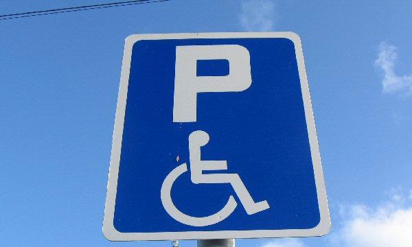 Штраф за парковку на месте для инвалидов вырос до 5000 рублей