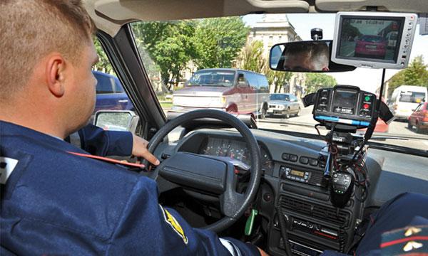 Скрытое патрулирование: за водителями предлагают следить в потоке