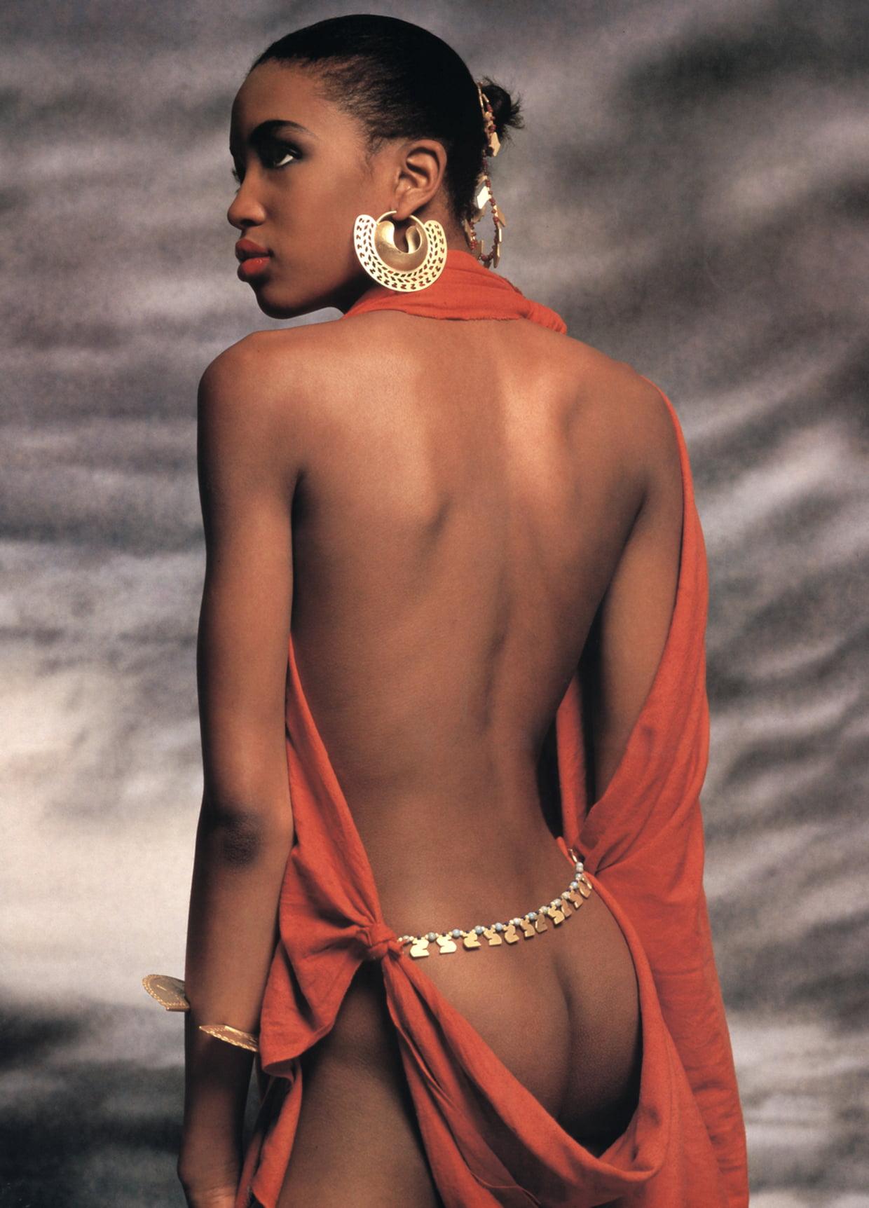 Фотография Теренса Донована для календаря Pirelli 1987. Модель: Наоми Кэмпбелл