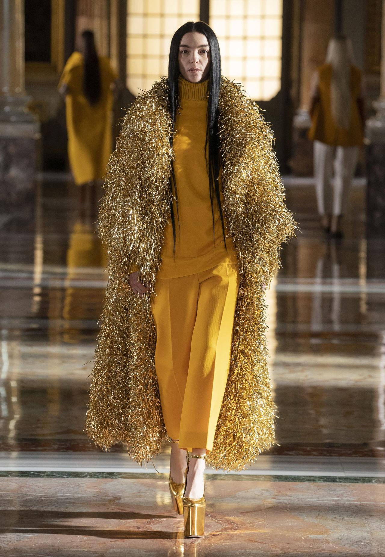 Шуба с имитацией меха в коллекции Valentino Haute Couture, весна-лето 2021