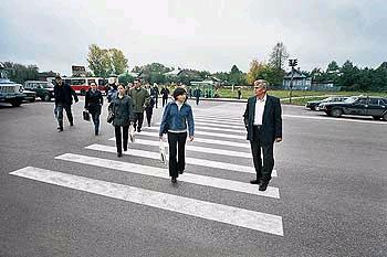 Пешеходов обяжут носить светоотражающие браслеты
