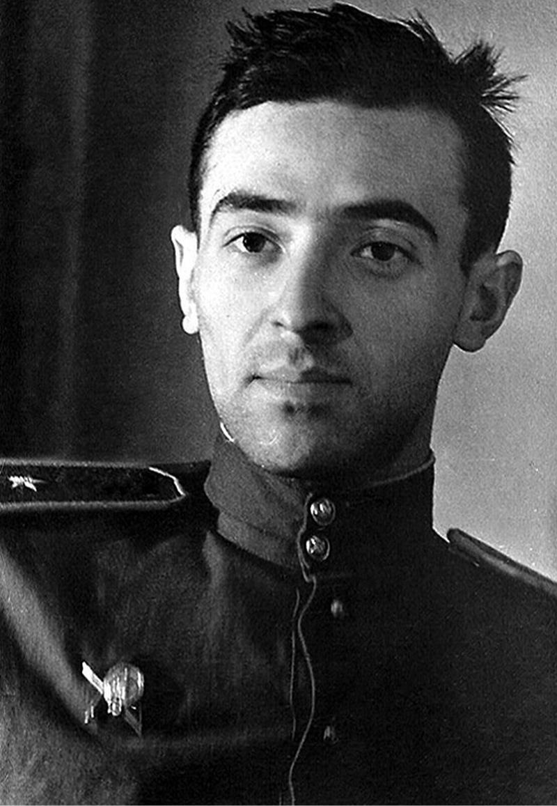 Лейтенант Красной армии Владимир Этуш, 1943 год