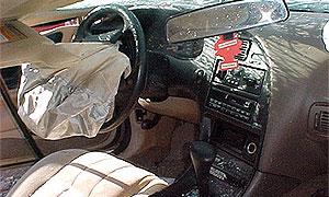 На МКАД автомобиль врезался в отбойник
