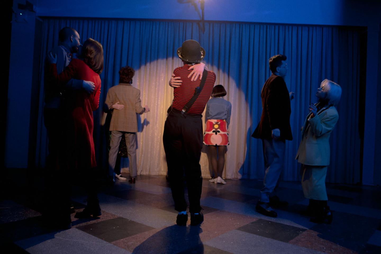 Клоун Саса приехал на праздничный эфир из Югославии, но пары для танца пока так и не нашел. В роли клоуна: Александр Перцев