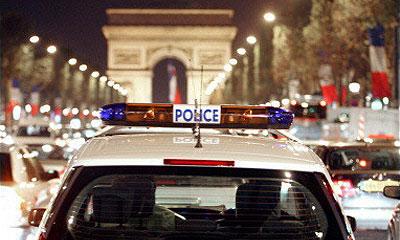 Во Франции полицейская машина сбила двух подростков на мотоцикле
