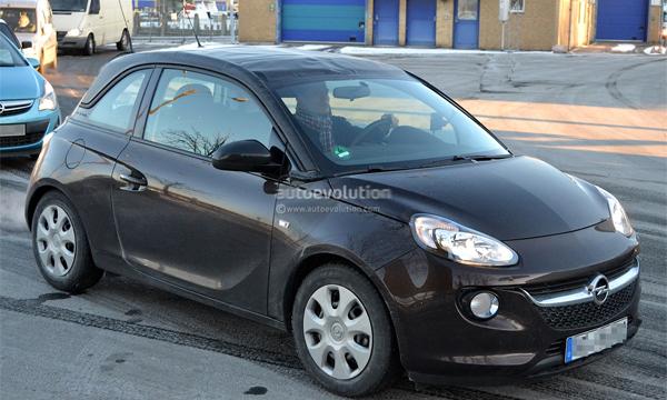 Самый маленький Opel превратят в кабриолет