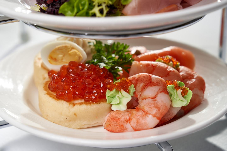 Сырники с красной икрой и креветками