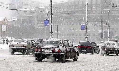 Из-за снегопада на севере Москвы видимость сокращена до 500 м