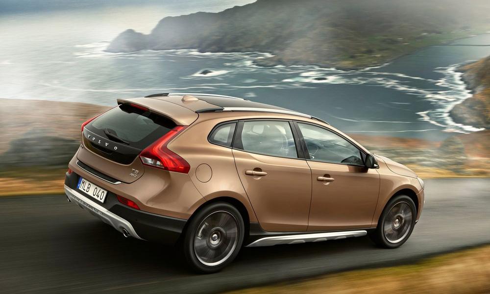 Volvo объявила цены на V40 Cross Country