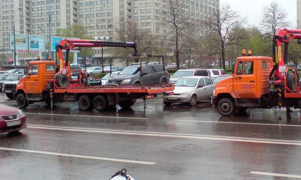 Житель Нижнего Новгорода умер во время эвакуации его автомобиля