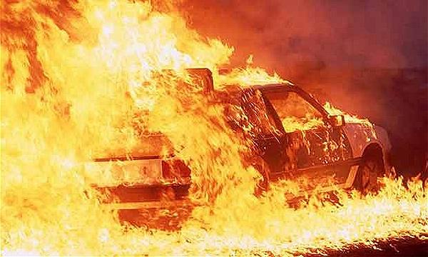 Ночью на юге Москвы сгорели 4 автомобиля