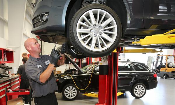 Особый тариф: сколько стоит обслуживание премиальных автомобилей