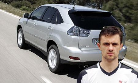 У футболиста Алексея Мелешина угнали Lexus RX-300