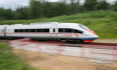 Гонка без правил: автомобиль против поезда «Сапсан»