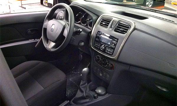 Фотографии салона нового Renault Logan попали в сеть