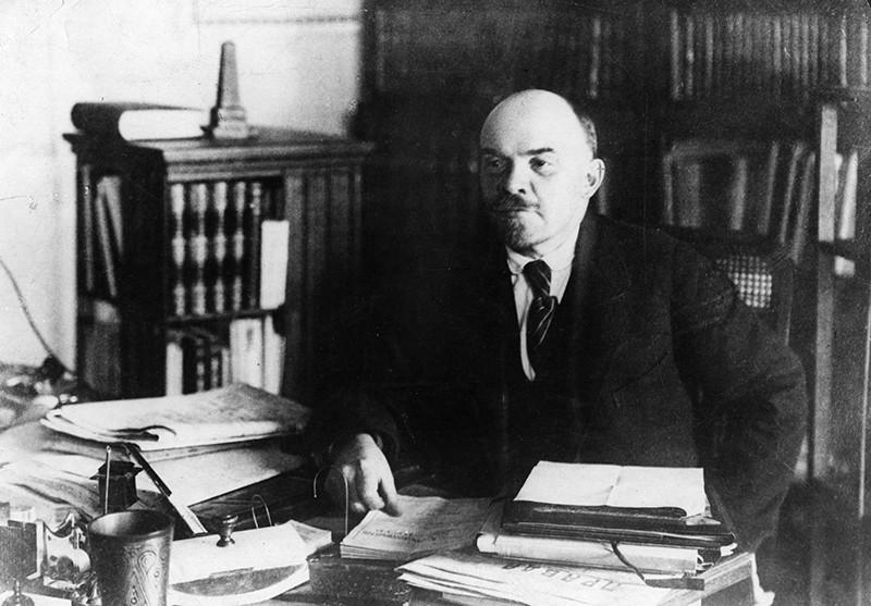 Владимир Ленин в своем кабинете, 1922 год