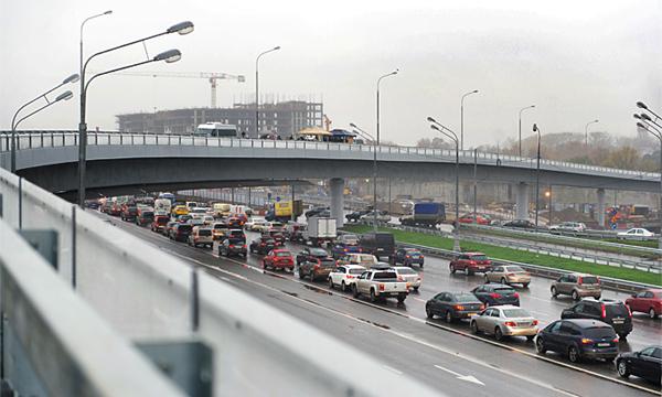 На развязке Можайского шоссе и МКАД открыли новую эстакаду