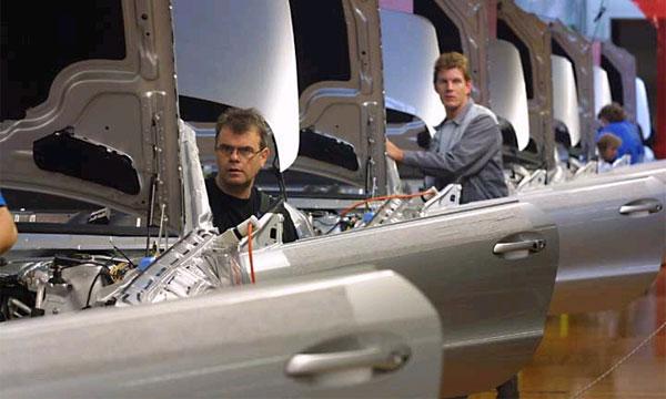 DaimlerChrysler хочет отправить 8,5 тыс. рабочих на пенсию