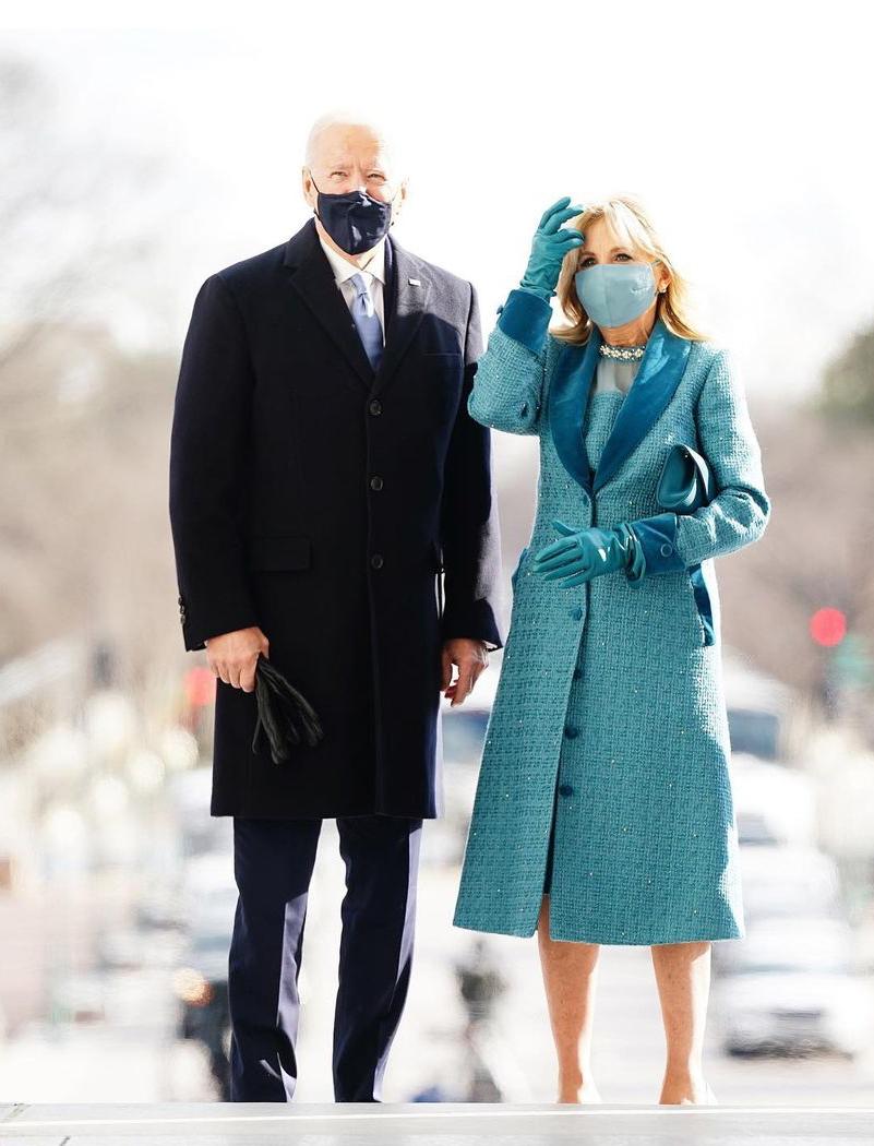 Джо Байден и Джилл Байден в пальто и платье Markarian на официальной части инаугурации