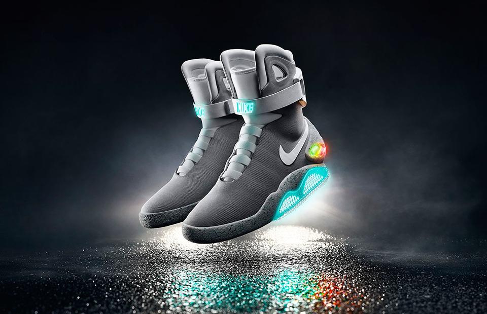 0b0bc36e Самошнурующиеся кеды Nike проданы за $104 тыс. :: Вещи :: РБК.Стиль