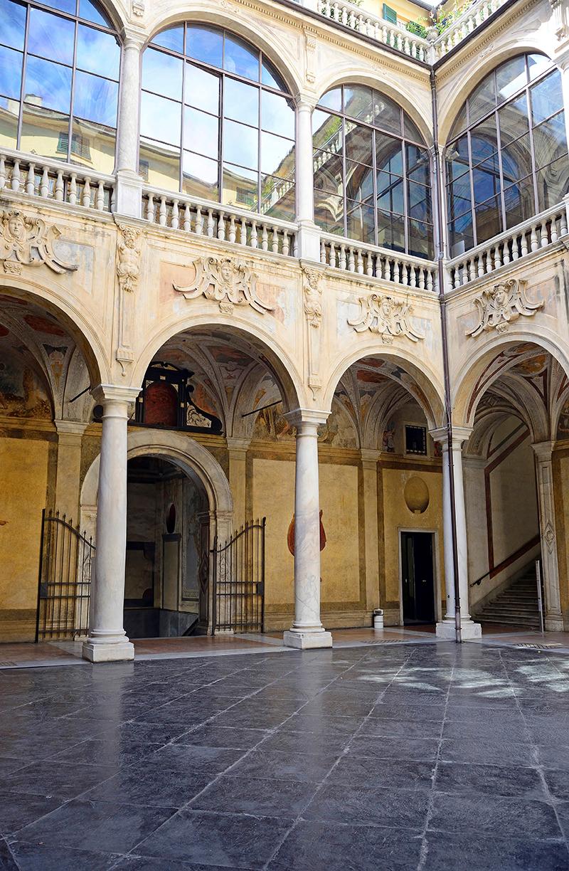 Дворец Palazzo Spinola