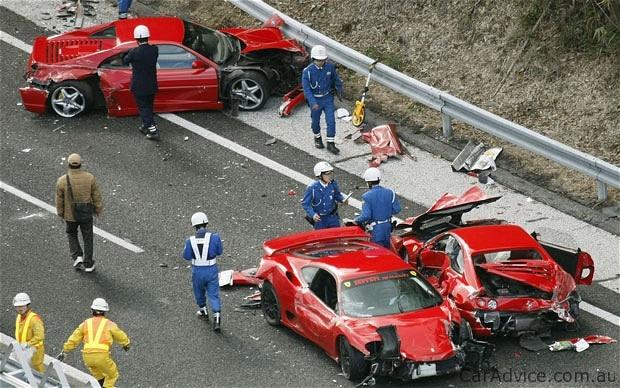 В Японии столкнулись 14 авто, 11 из которых – суперкары