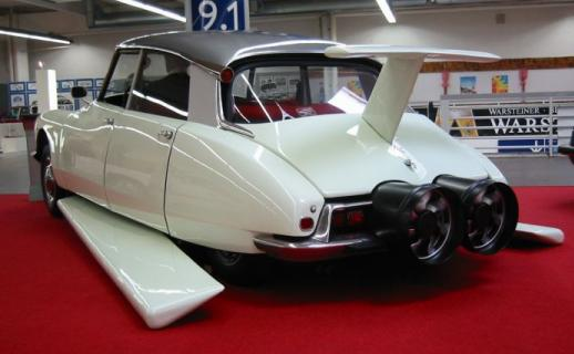 Автомобиль Фантомаса Citroen DS21