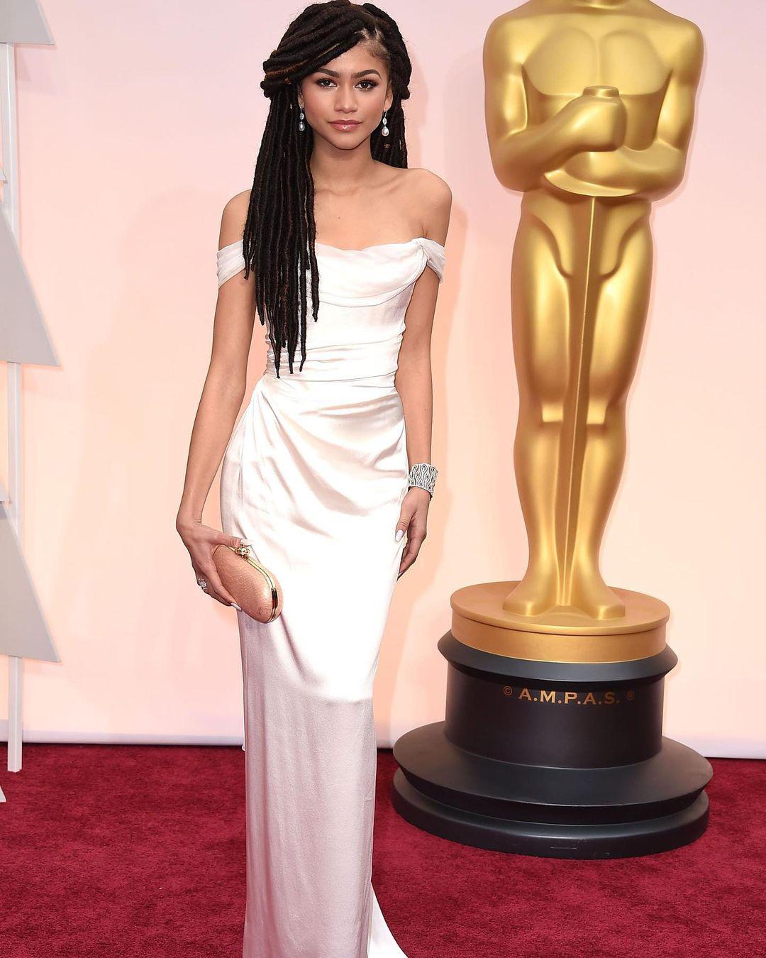 В платье Vivienne Westwood на церемонии «Оскар», 2015