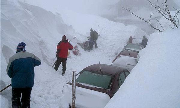 В Португалии снег заблокировал скоростную магистраль