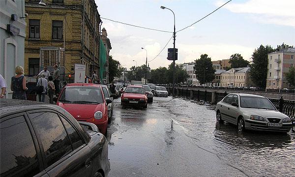 Завтра в Москве ограничат движение по набережным