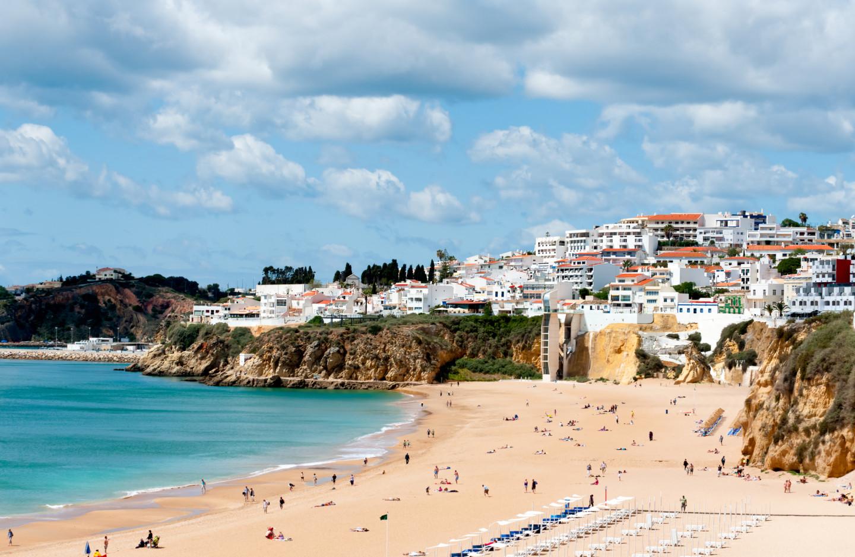 Пляж Castelo в Албуфейре, Португалия
