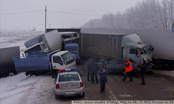 В Башкирии произошло массовое ДТП: столкнулись 7 грузовиков и 3 легковых авто