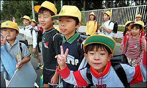 Машина врезалась в группу детей в Японии