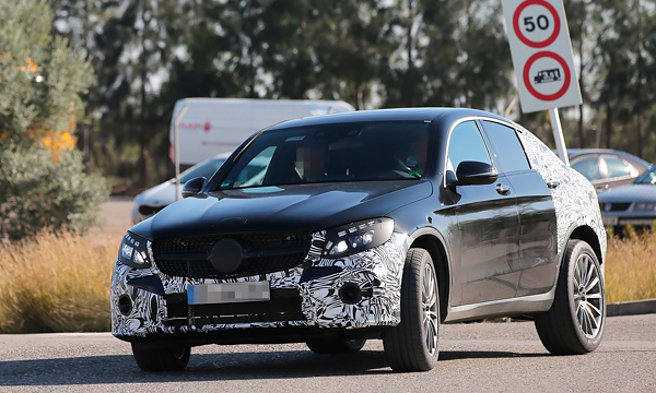 Mercedes вывел на тесты купе GLC 450