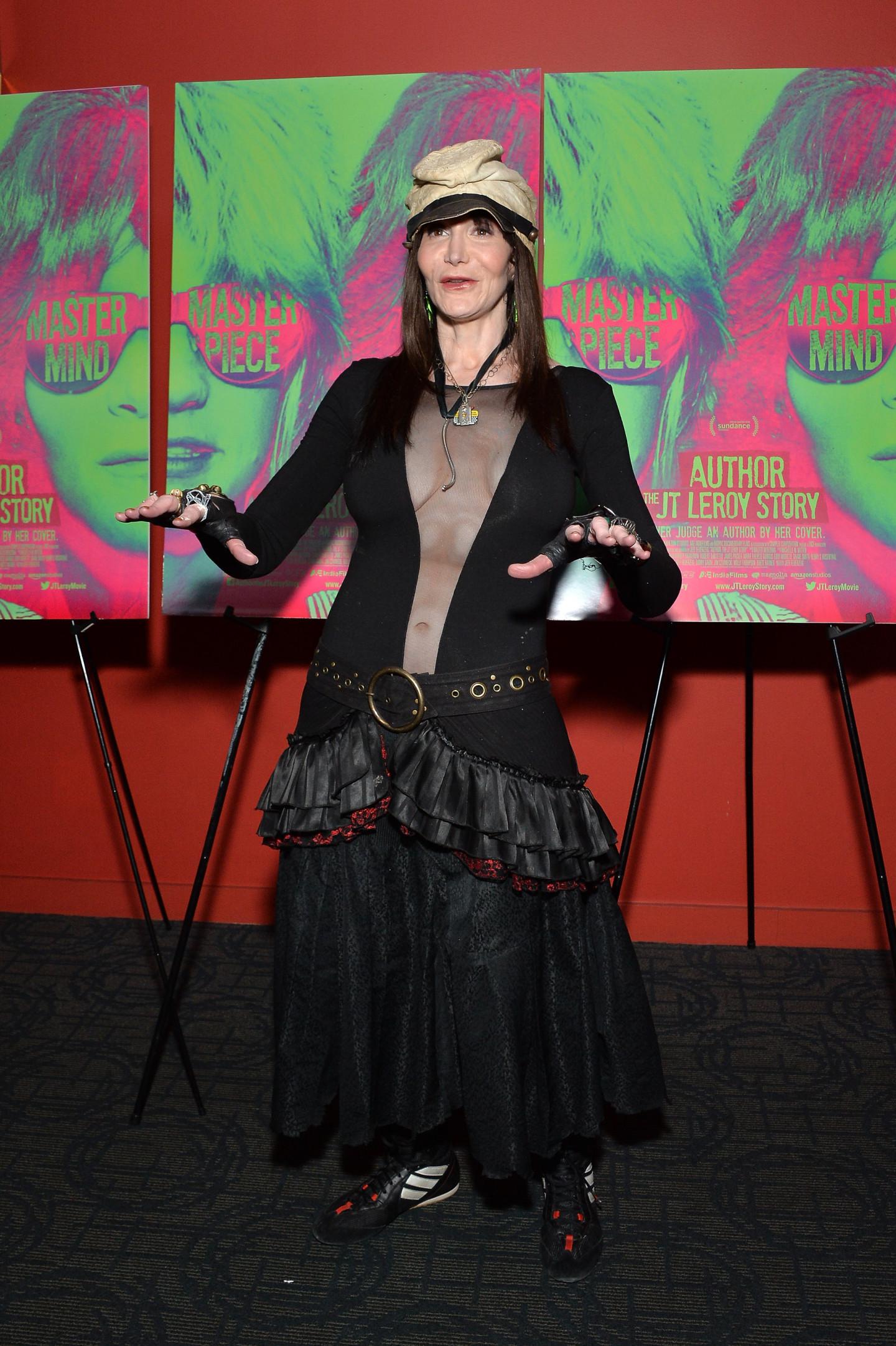 Лора Альберт на премьере фильма «Автор. История Джей Ти Лероя» в Нью-Йорке, 2016