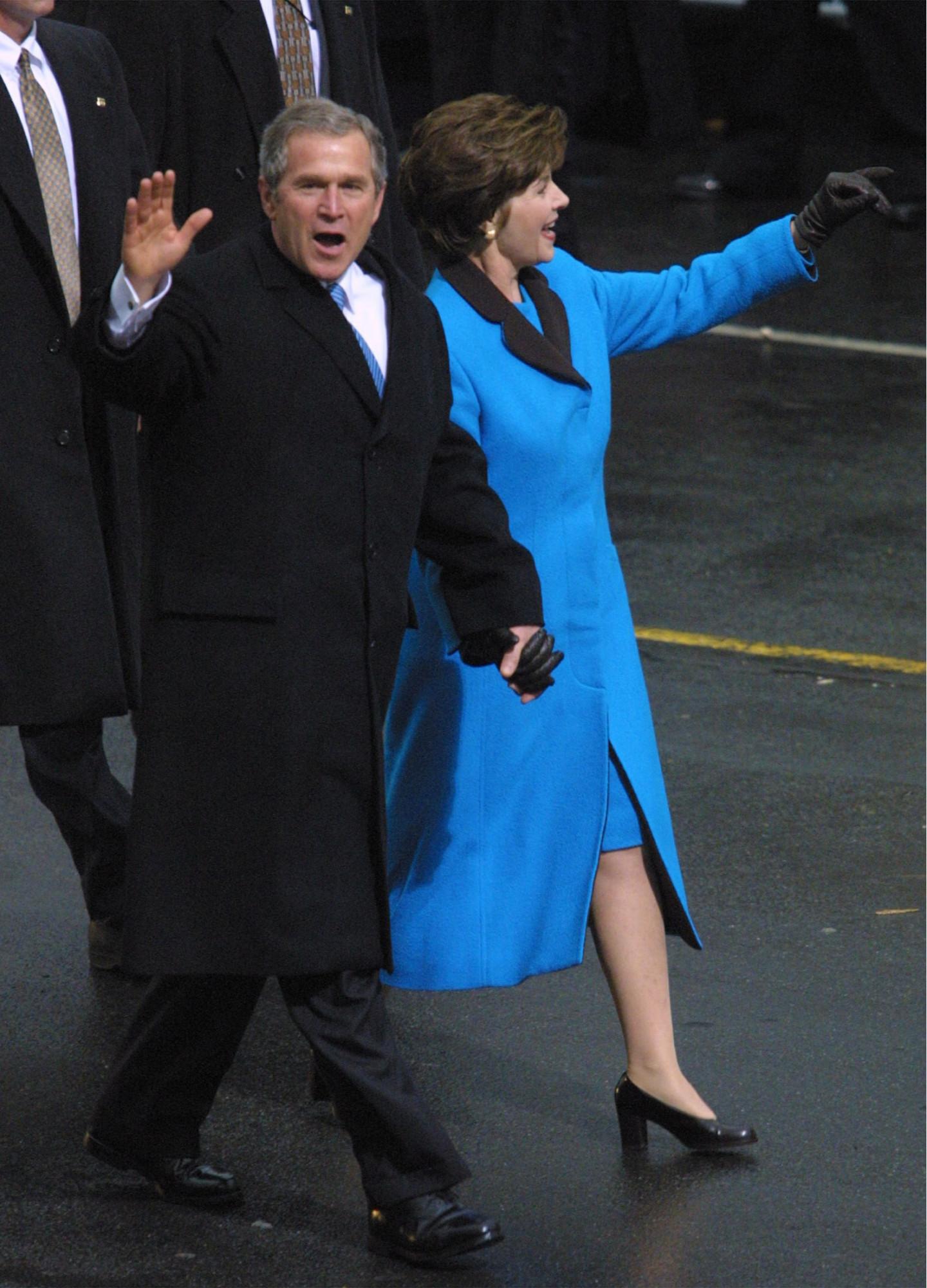Джордж и Лора Буш, инаугурационный парад, 2001 год
